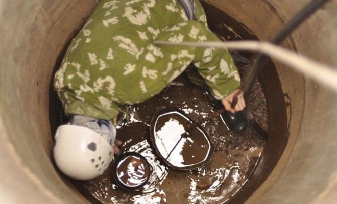 как почистить выгребную яму от ила