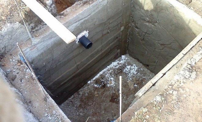 яма под дачный туалет
